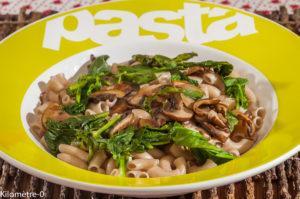 Photo de recette de pâtes, fanes de navet, champignons, de Kilomètre-0, blog de cuisine réalisée à partir de produits locaux et issus de circuits courts