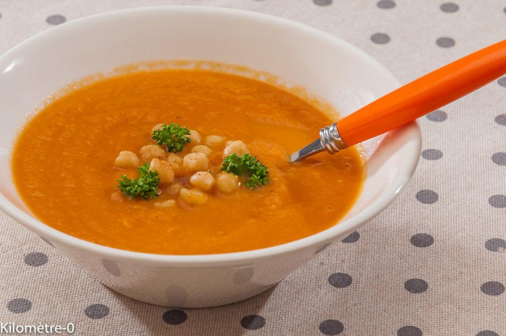 Photo de recette de soupe, velouté, carottes, pois chiches, cannelle de Kilomètre-0, blog de cuisine réalisée à partir de produits locaux et issus de circuits courts