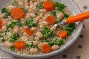 Photo de recette de soupe, chou kale, quinoa, carotte, haricots de Kilomètre-0, blog de cuisine réalisée à partir de produits locaux et issus de circuits courts