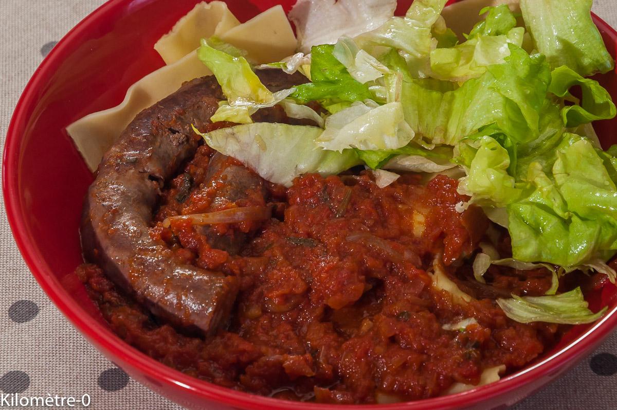 Photo de recette de saucisses, sanglier, tomates, pates, italienne de Kilomètre-0, blog de cuisine réalisée à partir de produits locaux et issus de circuits courts
