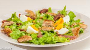Photo de recette de salade, salade composée, caille fumée, oeuf, pignons de pin, facile, rapide, légère de  Kilomètre-0, blog de cuisine réalisée à partir de produits locaux et issus de circuits courts