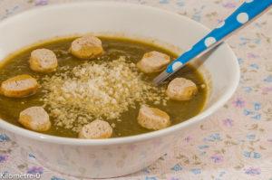 Photo de recette de soupe bio, légumes, fanes de radis, croutons, parmesan de  Kilomètre-0, blog de cuisine réalisée à partir de produits locaux et issus de circuits courts