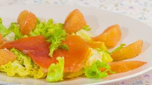 Photo de recette de salade facile, rapide, vitaminée, pamplemousse, saumon fumé, Kilomètre-0, blog de cuisine réalisée à partir de produits locaux et issus de circuits courts
