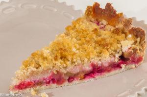 Photo de recette de tarte, crumble, rhubarbe, groseilles de Kilomètre-0, blog de cuisine réalisée à partir de produits locaux et issus de circuits courts