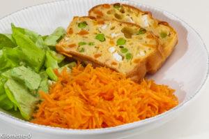 Photo de recette de cake, fêta, petits pois, carottes, salade facile, rapide, léger, bio, Kilomètre-0, blog de cuisine réalisée à partir de produits locaux et issus de circuits courts
