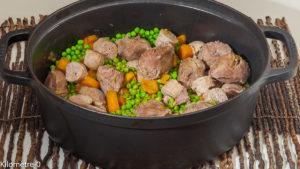 Photo de recette de mitonnée, saucisse, joue de porc, carottes nouvelles, petits pois de Kilomètre-0, blog de cuisine réalisée à partir de produits locaux et issus de circuits courts