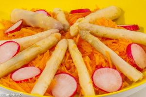 Photo de recette de salade de carottes, asperges, pointes d'asperges, radis, facile, légère, rapide, pas chère de Kilomètre-0, blog de cuisine réalisée à partir de produits locaux et issus de circuits courts
