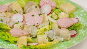 Photo de recette de salade facile, pas cher, rapide, légère, printemps, cervela, pomme de terre, artichauts, ciboulette de Kilomètre-0, blog de cuisine réalisée à partir de produits locaux et issus de circuits courts