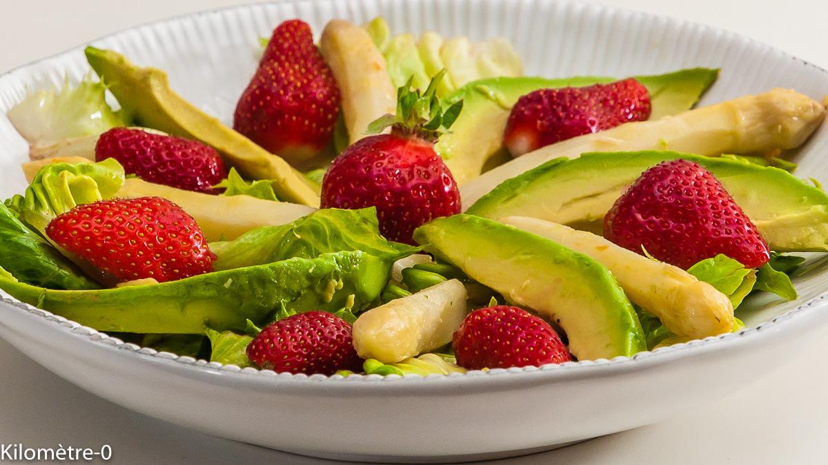 Photo de recette de salade légère, facile, rapide, fraises, avocat, asperges de  Kilomètre-0, blog de cuisine réalisée à partir de produits locaux et issus de circuits courts