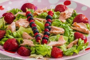 Photo de recette de salade de fraises, fruits rouges, saumon, facile, légère, printemps, été, de Kilomètre-0, blog de cuisine réalisée à partir de produits locaux et issus de circuits courts