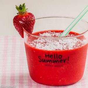 Photo de recette de smoothie, fraises coco de Kilomètre-0, blog de cuisine réalisée à partir de produits locaux et issus de circuits courts
