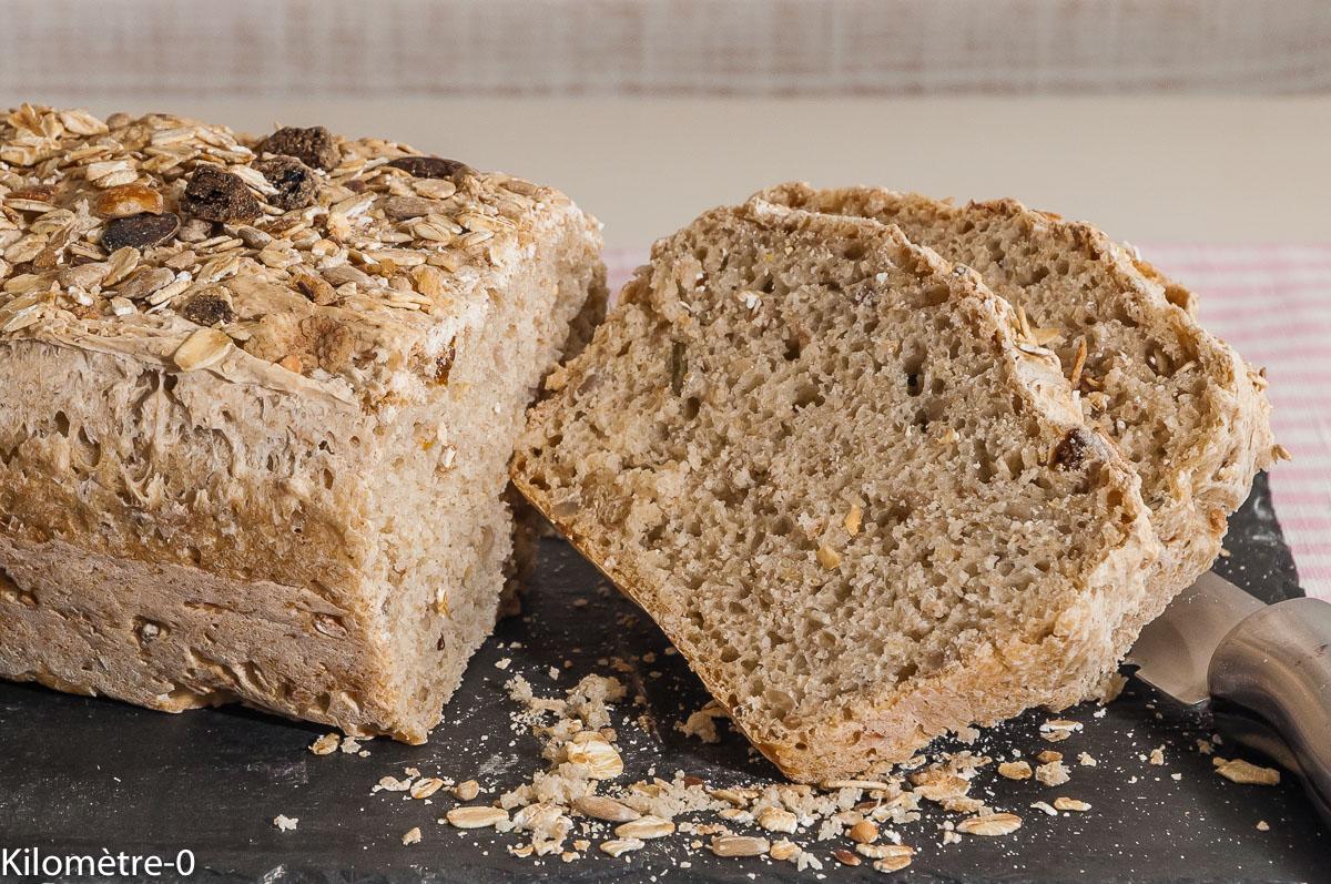 Photo de recette de pain rapide, facile maison, graines, muesli aux abricots, de Kilomètre-0, blog de cuisine réalisée à partir de produits locaux et issus de circuits courts