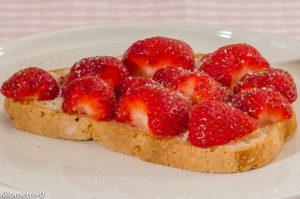 Photo de recette de tartine, fraises, beurre salé, sucre, bio de  Kilomètre-0, blog de cuisine réalisée à partir de produits locaux et issus de circuits courts