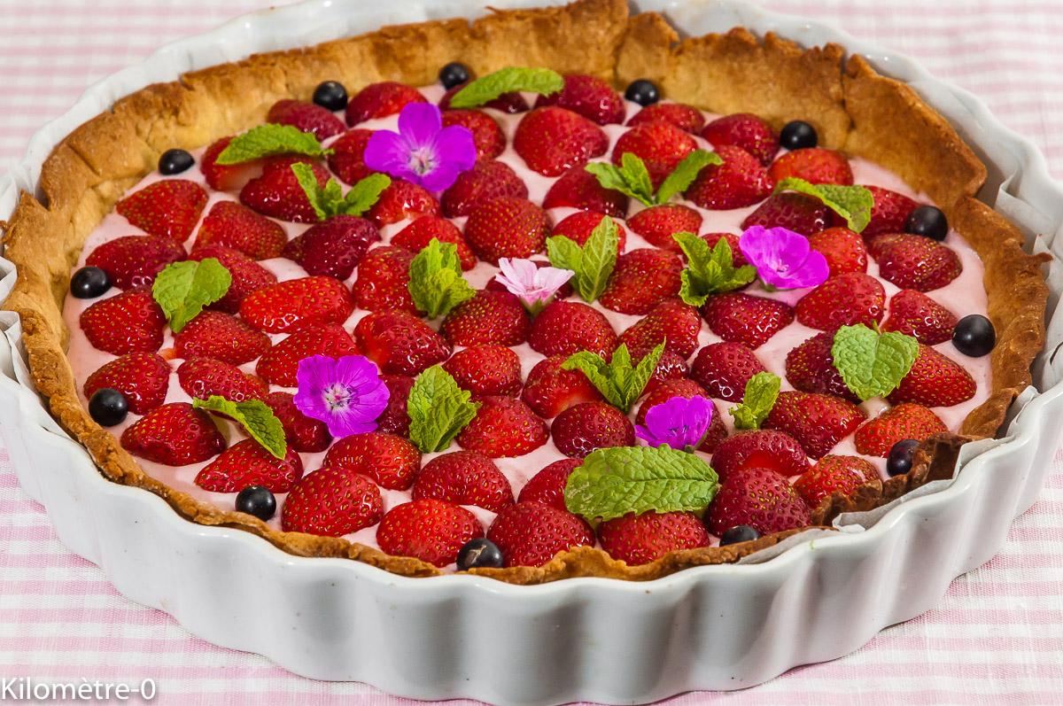 Photo de recette de tarte aux fraises, mousse de fruits rouges, cassis, mousse, dessert de Kilomètre-0, blog de cuisine réalisée à partir de produits locaux et issus de circuits courts