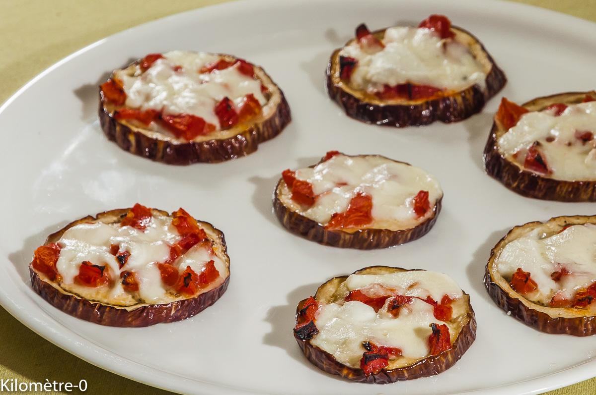Photo de recette de pizza d'aubergines, mozza, tomates, facile, végétarien, léger de Kilomètre-0, blog de cuisine réalisée à partir de produits locaux et issus de circuits courts