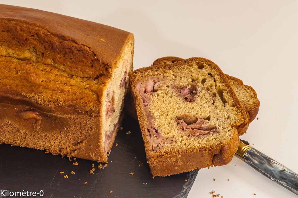 Photo de recette de gâteau du matin, cake, fraises, amandes de Kilomètre-0, blog de cuisine réalisée à partir de produits locaux et issus de circuits courts