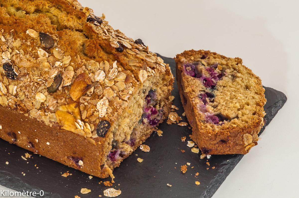 Photo de recette de gâteau du matin, cake, muesli, noix de coco, myrtilles, facile, bio de Kilomètre-0, blog de cuisine réalisée à partir de produits locaux et issus de circuits courts