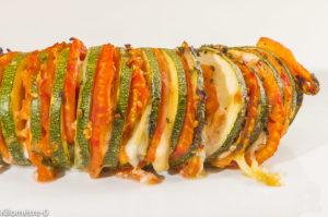Photo de recette d'hasselback, courgette, tomates, fromage, pesto de persil de  Kilomètre-0, blog de cuisine réalisée à partir de produits locaux et issus de circuits courts