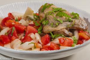 Photo de recette de poulet, salade grecque, tomate, concombre, frais, léger de Kilomètre-0, blog de cuisine réalisée à partir de produits locaux et issus de circuits courts