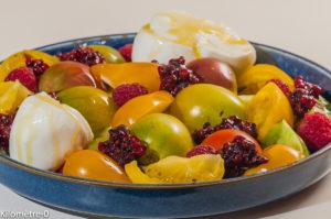 Photo de recette de  salade légère d'été, facile, tomates, mozzarella, de Kilomètre-0, blog de cuisine réalisée à partir de produits locaux et issus de circuits courts