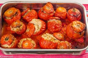 Photo de recette de tomates farcies, légères, maison, chair à tomates, chair à saucisses de Kilomètre-0, blog de cuisine réalisée à partir de produits locaux et issus de circuits courts