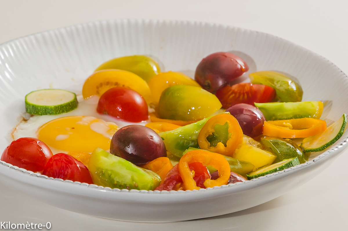 Photo de recette d'oeuf, tomates, poivron, salade d'été, crudités,  Kilomètre-0, blog de cuisine réalisée à partir de produits locaux et issus de circuits courts