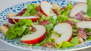 Photo de recette de salade d'automne, pomme, lardons, comté, fromage, facile, noix, rapide de Kilomètre-0, blog de cuisine réalisée à partir de produits locaux et issus de circuits courts