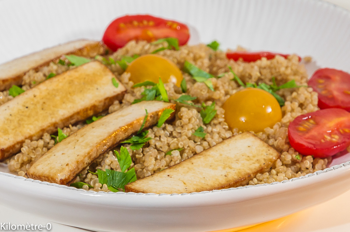 Photo de recette de quinoa, tofu, végétarienne, vegan, facile, rapide, tomates, légère, Kilomètre-0, blog de cuisine réalisée à partir de produits locaux et issus de circuits courts