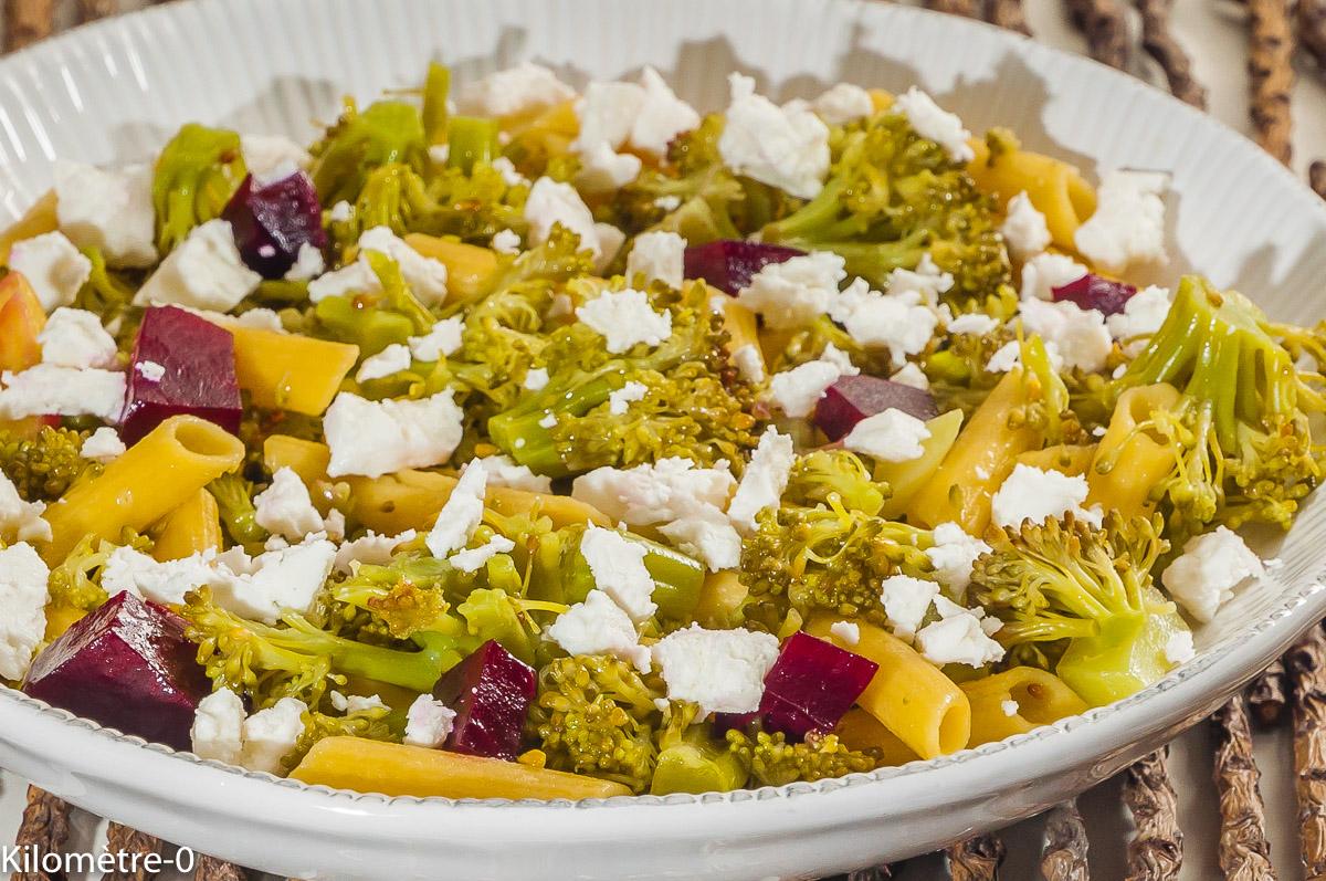 Photo de recette de salade de pâtes, brocolis, betterave, fêta, facile, végétarienne, bio deKilomètre-0, blog de cuisine réalisée à partir de produits locaux et issus de circuits courts