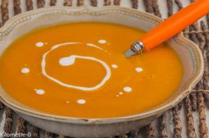 Photo de recette de soupe de potimarron, facile, rapide, lait de coco, bio de Kilomètre-0, blog de cuisine réalisée à partir de produits locaux et issus de circuits courts