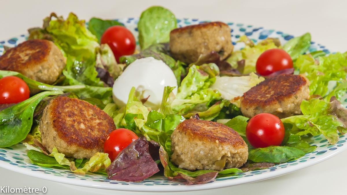 Photo de recette de polpette aux aubergines, boulettes végétariennes, mozzarella, salade composée, automne, été, bio de Kilomètre-0, blog de cuisine réalisée à partir de produits locaux et issus de circuits courts
