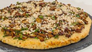 Photo de recette de pizza végétale, galette, pomme de terre, cèpes, fromage, champignons, végétarienne, Kilomètre-0, blog de cuisine réalisée à partir de produits locaux et issus de circuits courts