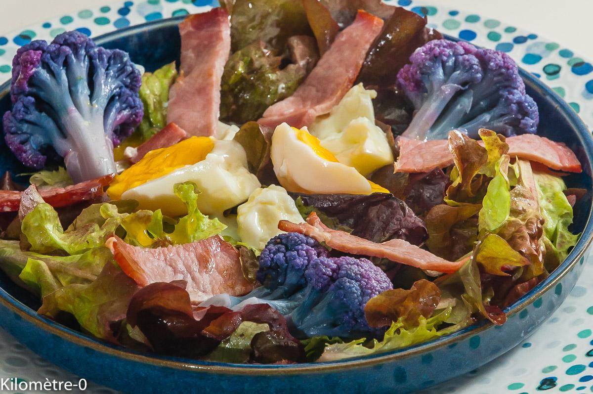 Photo de recette de salade de chou fleur, violet, bacon, oeuf, facile, rapide, bio de Kilomètre-0, blog de cuisine réalisée à partir de produits locaux et issus de circuits courts