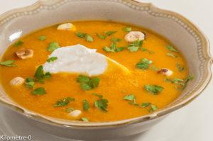 Photo de recette de  soupe, velouté, potimarron, noisettes, ricottta, persil, facile légère de Kilomètre-0, blog de cuisine réalisée à partir de produits locaux et issus de circuits courts