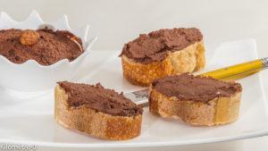 Photo de recette de nutella maison, bio, facile, végétal de Kilomètre-0, blog de cuisine réalisée à partir de produits locaux et issus de circuits courts