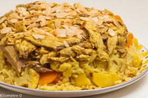Photo de recette palestinienne, maqlobeh zahra, Palestine, plat national, riz renversé, chou fleur, poulet, épices de Kilomètre-0, blog de cuisine réalisée à partir de produits locaux et issus de circuits courts