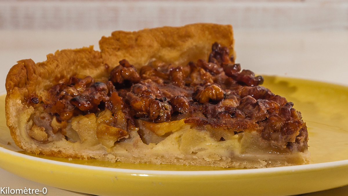 Photo de recette de tarte aux pommes et aux noix caramélisées de Kilomètre-0, blog de cuisine réalisée à partir de produits locaux et issus de circuits courts