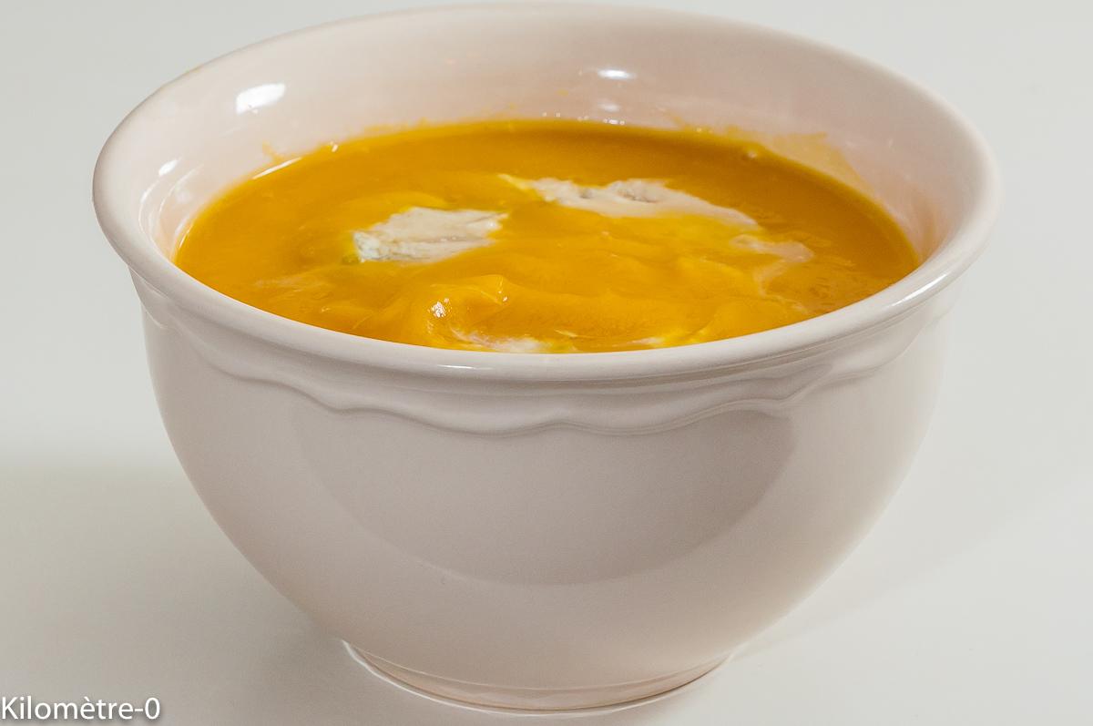 Photo de recette de velouté, soupe, courge, gorgonzola, céleri, bio, facile, rapide, healthy, Kilomètre-0, blog de cuisine réalisée à partir de produits locaux et issus de circuits courts