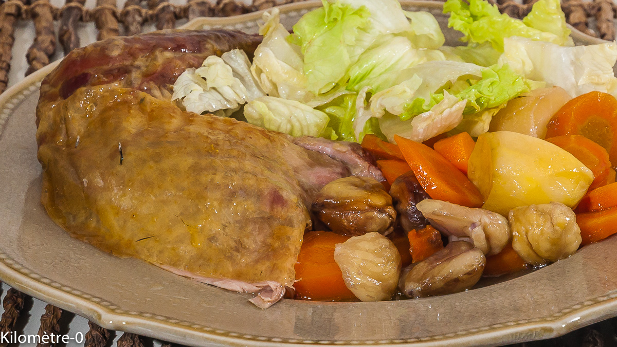 Photo de recette de pintade rôtie, légumes, automne, carottes, pommes de terre, châtaignes, facile, volaille, Kilomètre-0, blog de cuisine réalisée à partir de produits locaux et issus de circuits courts