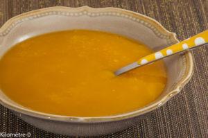 Photo de recette de soupe de courges, butternut, topinambour, facile, rapide, bio, potage, velouté de Kilomètre-0, blog de cuisine réalisée à partir de produits locaux et issus de circuits courts