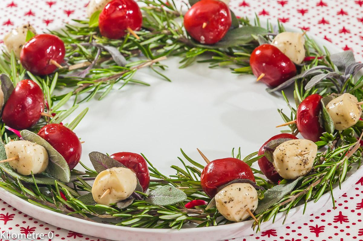 Photo de recette de couronne de Noël, facile, rapide, originale, poivrons, fromage, végétarien, apéro,  Kilomètre-0, blog de cuisine réalisée à partir de produits locaux et issus de circuits courts