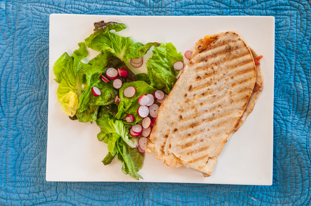 photo de pain italien facile, tortilla de blé, tramezzini, tomate, poivrons, mozzarella, jambon, sandwich, lunch box, healthy, bio, été