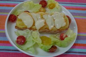 Photo de recette de bruschetta tomate, tomate ananas, scamorza facile, rapide, été, tartine dede Kilomètre-0, blog de cuisine réalisée à partir de produits locaux et issus de circuits courts