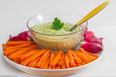 Photo de recette d'apéro végétarien, radis, légumes, carotte, fèves, printemps, healthy, léger, rapide, économique, facile de de Kilomètre-0, blog de cuisine réalisée à partir de produits de saison et issus de circuits courts