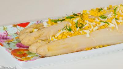 Photo de recette d'asperges mimosa facile, rapide, four vapeur, légère, healthy, de Kilomètre-0, blog de cuisine réalisée à partir de produits de saison et issus de circuits courts