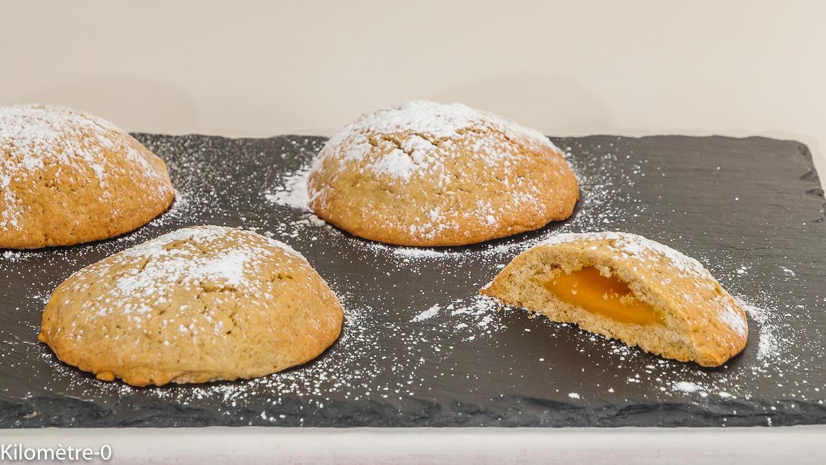 Photo de recette facile, rapide, légère de petits gâteaux fourrés, biscuits à la crème d'abricot, de Kilomètre-0, blog de cuisine réalisée à partir de produits de saison et issus de circuits courts