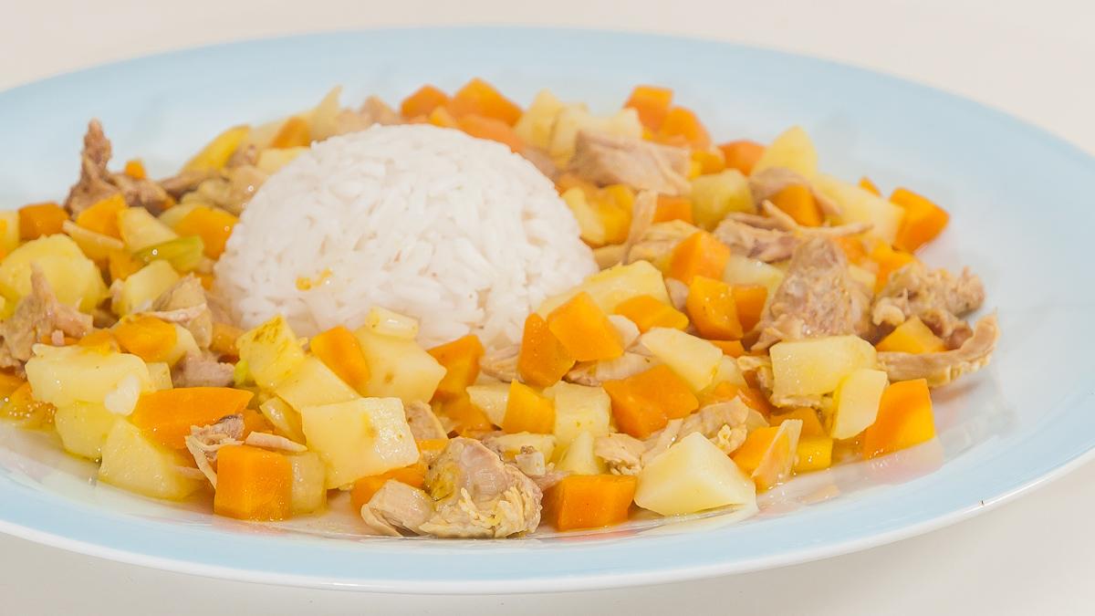 Photo de riz au curry, légumes, printemps, carotte, pomme de terre, facile de recette de Kilomètre-0, blog de cuisine réalisée à partir de produits de saison et issus de circuits courts
