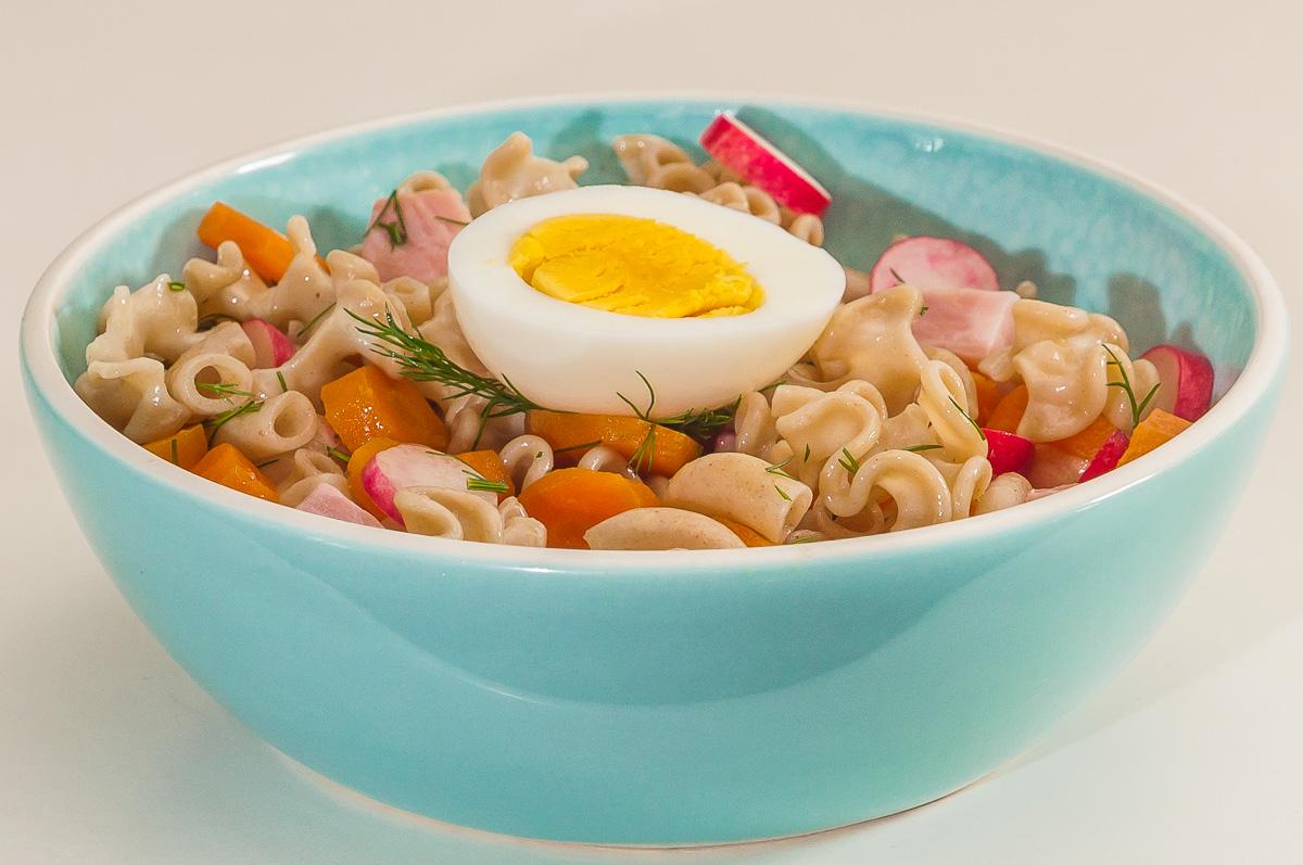 Photo de recette de salade de pâtes, légumes, facile, rapide, healthy, bio, léger, oeuf, jambon de Kilomètre-0, blog de cuisine réalisée à partir de produits de saison et issus de circuits courts