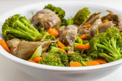 Photo de recette  de salade, de légumes, végétarienne, facile, four vapeur, prjntemps, healthy, bio, aritchauts, brocolis, carottes, de de Kilomètre-0, blog de cuisine réalisée à partir de produits de saison et issus de circuits courts