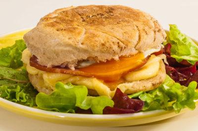 Photo de recette de muffin egg maison facile, économique, anglaise, Angleterre de  Kilomètre-0, blog de cuisine réalisée à partir de produits de saison et issus de circuits courts